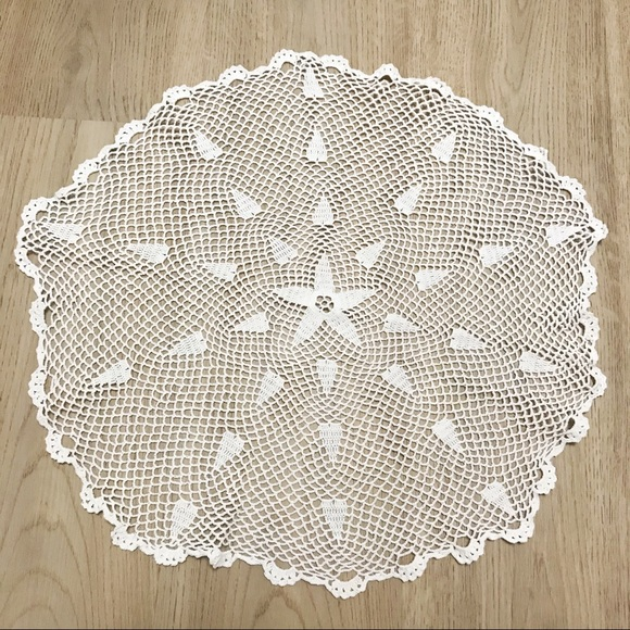 Oval crochet table placemat